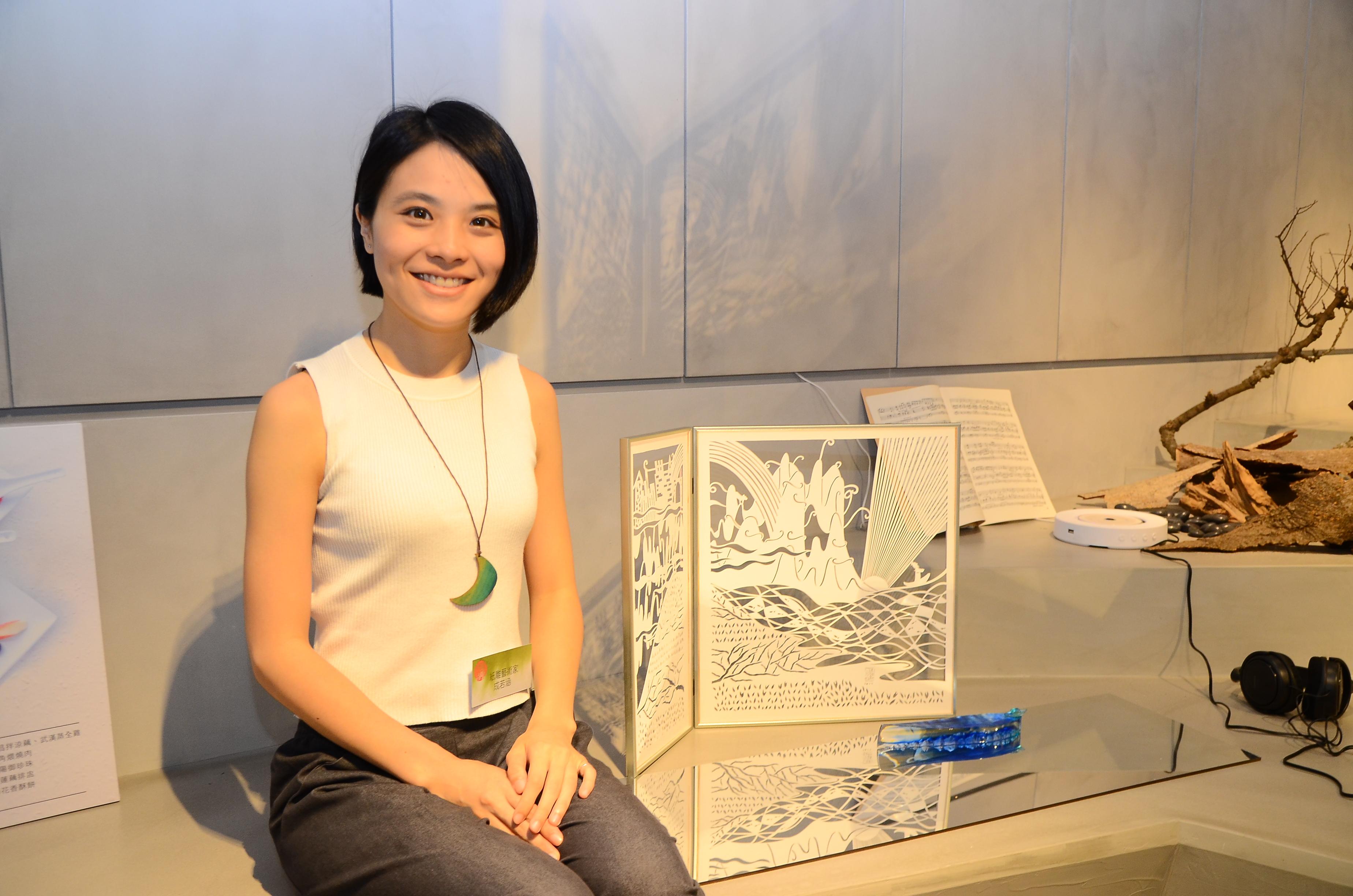 藝術家成若涵-下江陵紙雕