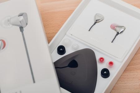 Vortex 2獨特的三角形收納包,可防止耳機線打結且容易取出與收納。