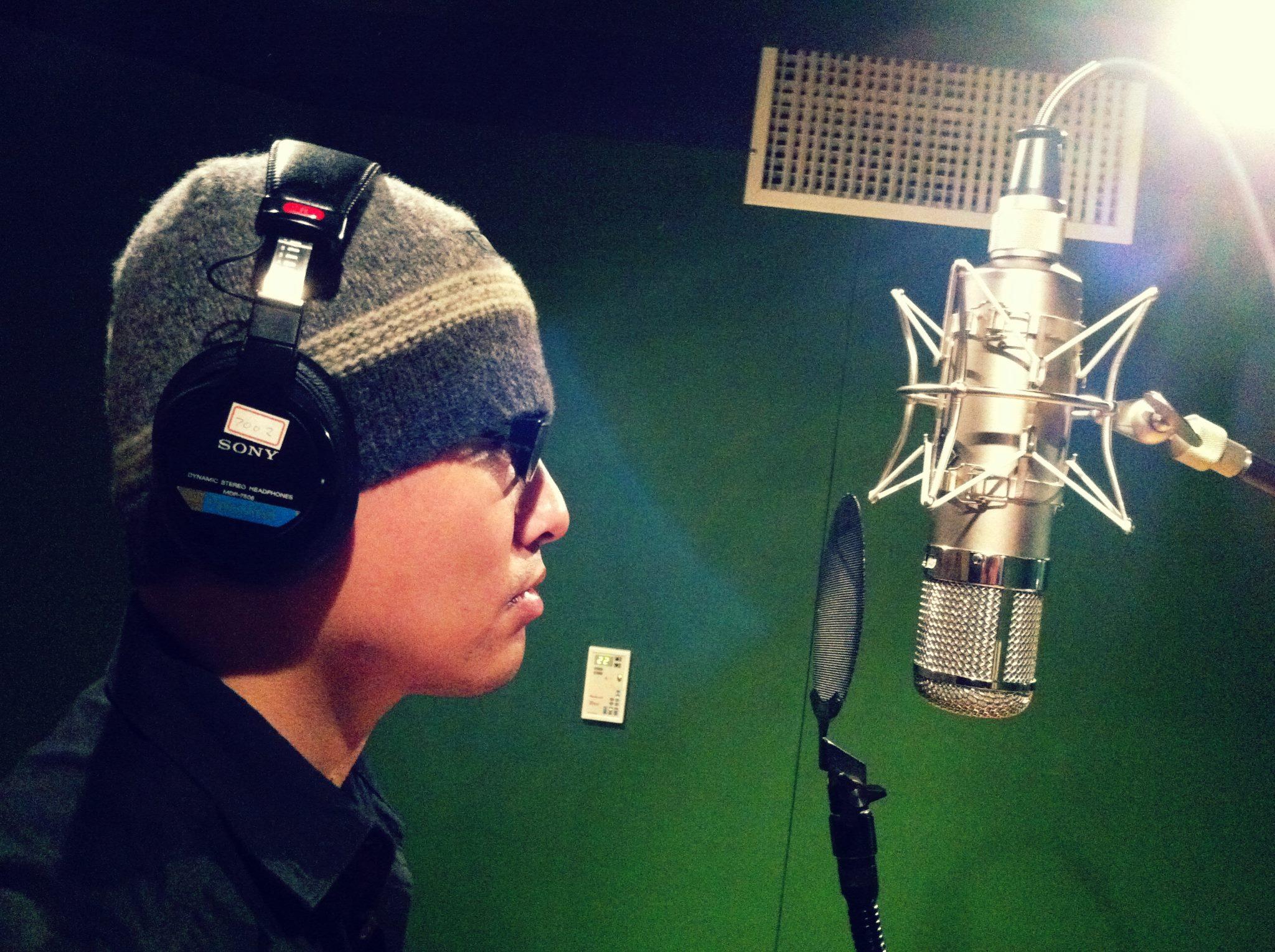 錄音中的J.Wu(照片提供:師子吼facebook、J.Wu)